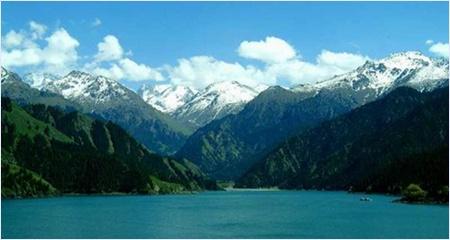 ทะเลสาบสวรรค์ (Heavenly Lake) - เทือกเขาเทียนซาน (Tian Shan Mountain Range)