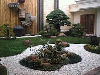 Taman kering dengan bonsai