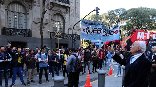 Hundreds of Argentineans rally in show of support for Venezuela