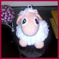 Mini oveja amigurumi