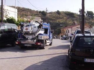 Limpieza de pozos negros con camión cisterna en Cornellá