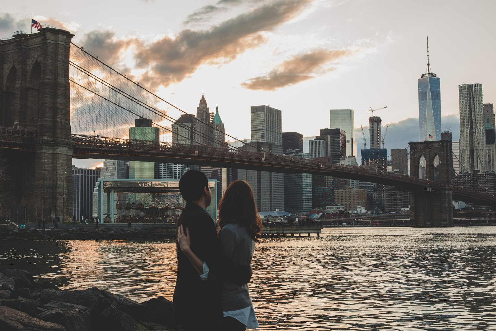 Brooklyn bridge engagement photos by Cassie Castellaw