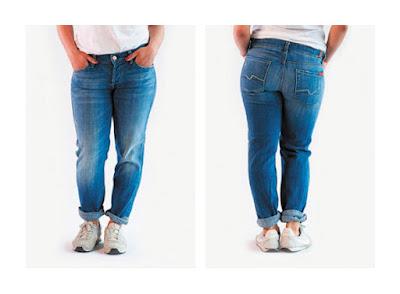 Более прилегающие джинсы бойфренды на фигуре яблоко
