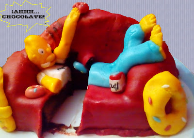 Corte Tarta Chocolate Fondant Homer Simpson