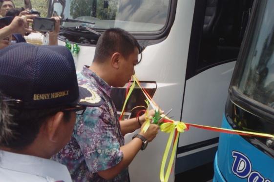 Bupati Resmikan Operasional Bus Damri, Trayek Benteng-Pattumbukang PP