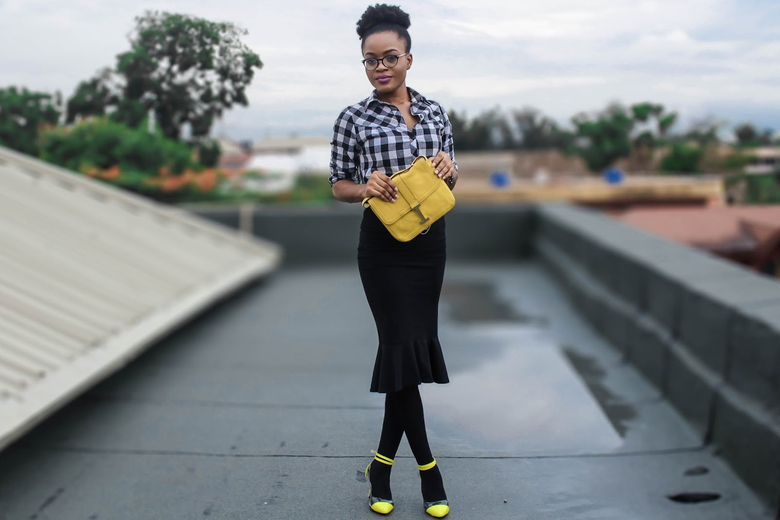 black and yellow outfit, gingham and yellow pop of colour
