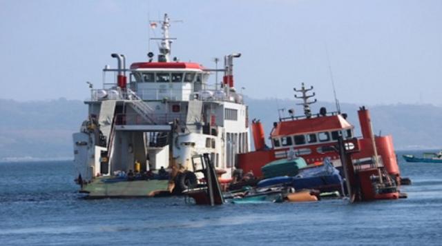 Tenggelam kapal feri di bali