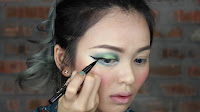 Sparkling Green New Year's Eve make up -Moe on to the liner. Start line your eyes from the middle of the lashline. Then wing it out. Fill in inner corner as well. Now I would like to thicken the outer wing eyeliner.
