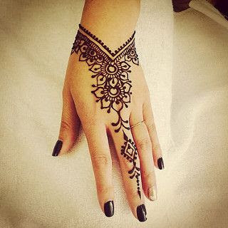 Mehendi design front left hand