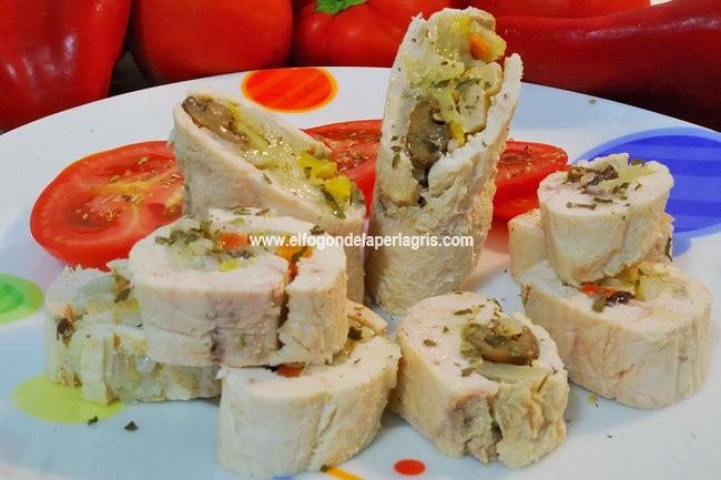 Rulada de pollo con verduras