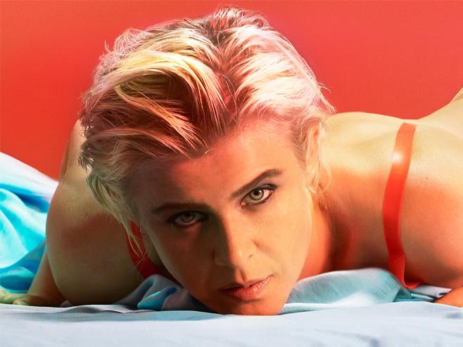 Robyn destila o seu pop atmosférico e vibrante na canção 'Honey'