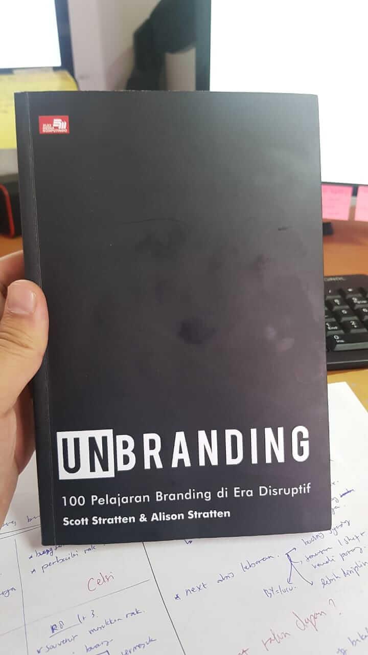 Buku UnBranding Scott Stratten & Alison Stratten