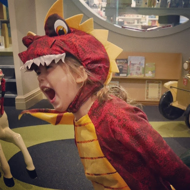 dress up as dragon