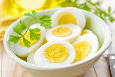 Trứng cung cấp một số vitamin cần thiết giúp tăng cân