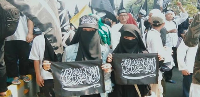 Novel Bamukmin: Aksi Reuni Alumni 212 Kibarkan 1 Juta Bendera Tauhid, Ada Bendera Raksasa
