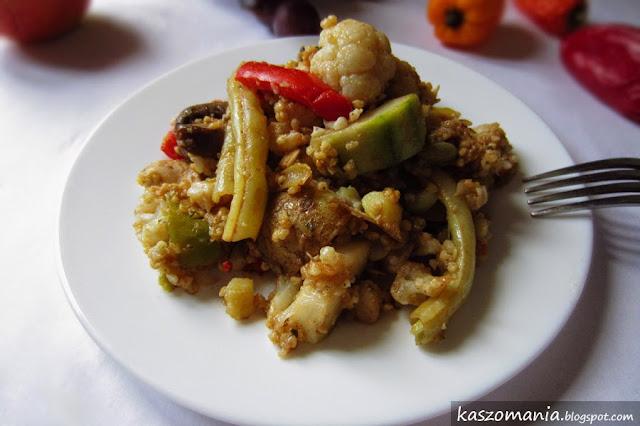 Kasza jaglana z warzywami gotowanymi na parze i piersią kurczaka