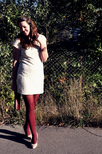 burgundy tights & clutch with a lace dress in eggshell // outfit