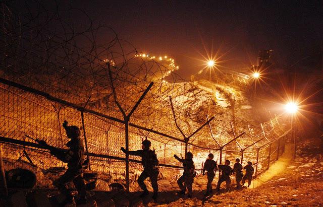 Στρατιώτες της Νότιας Κορέας περιπολούν στην αποστρατικοποιημένη ζώνη