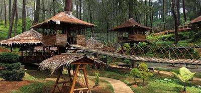 Tempat Outbond Di Lembang, tempat ini terdapat di hutan dengan tema rumah panggung sehingga wisatawan lebih betah di sana