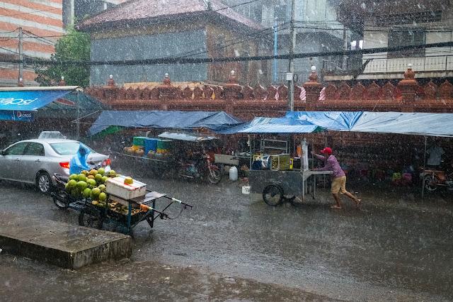 Fortes pluies à Phnom Penh. Photographie Tim Venchus (cc)