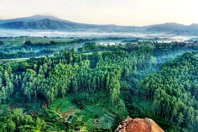 Pemandangan Alam Lepas Di Tebing Keraton