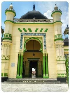 pintu teras mesjid azizi