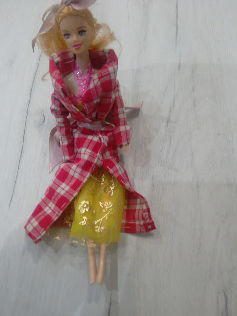 Handsewing a Barbie Coat: Barbie Is Ready For the Cold (DIY Project Of the Day)