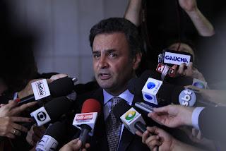 Entrevista coletiva do senador Aécio Neves após discurso no Senado