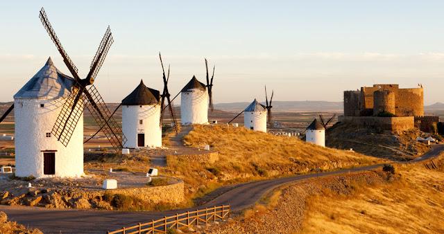 Los molinos y Castillo de Consuegra, turismo en España