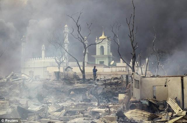 Sebuah masjid di Myanmar yang dibakar pada Maret 2013 (Reuters)