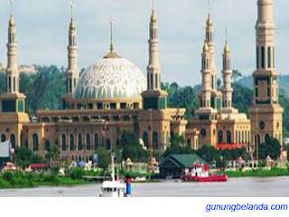 Lombok Juga di Kenal Sebagai Kota Seribu Masjid