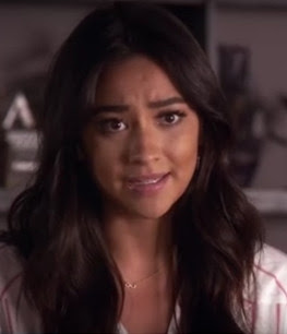 PLL Emily (Shay Mitchell) wearing Dogeared Infinite Love Infinity gold necklace episode 7x05