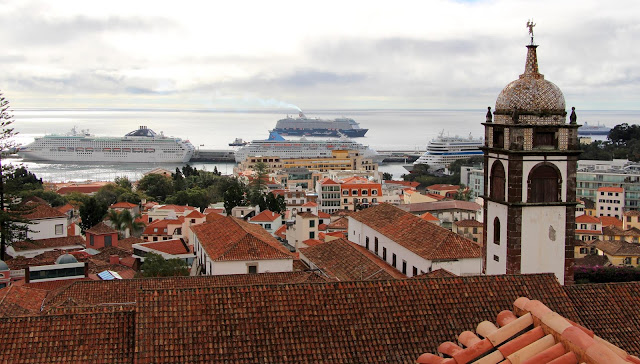 Funchal full of ships to see the fire Fireworks