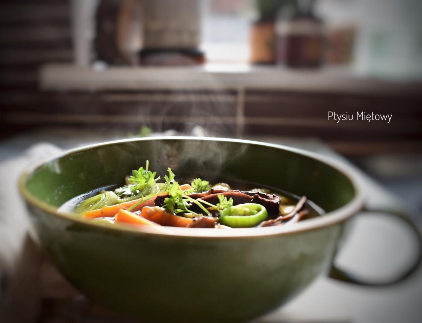 zupa, grzyby, ptysiu mietowy