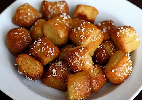 soft pretzel bites-tailgating food