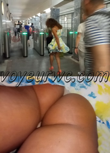 Upskirts N 2848-2867 (Real upskirt videos in the subway with hot girls)
