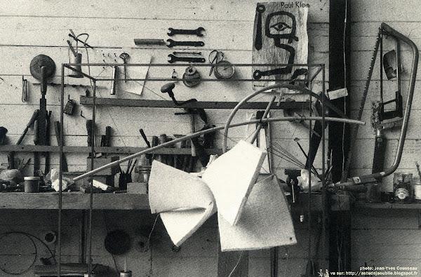 Mulleron, Janvry- Maison-atelier de Vera Székely  Architecte: Henri Mouette, Dessin de Vera Székely et Gilbert Viezzoli.  Projet / Construction: 1969 - 1972    Photos: Plaisir de la Maison, 1974, Vera Székely, MAM / Musée d'Art Moderne de le ville de Paris, 1985