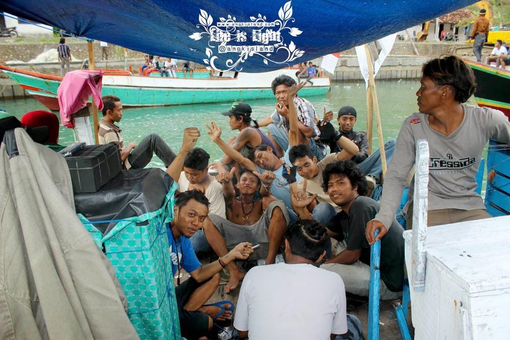 crew pelabuhan sadeng