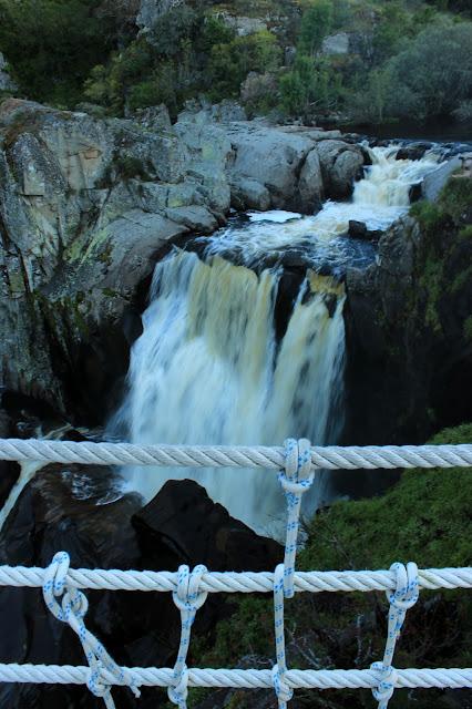 Salto de agua desde el mirador del Pozo de los Humos