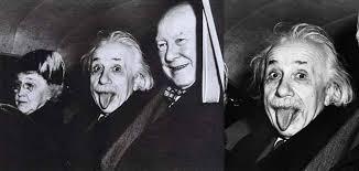 Misteri Dibalik Foto Albert Einstein yang Menjulurkan Lidahnya