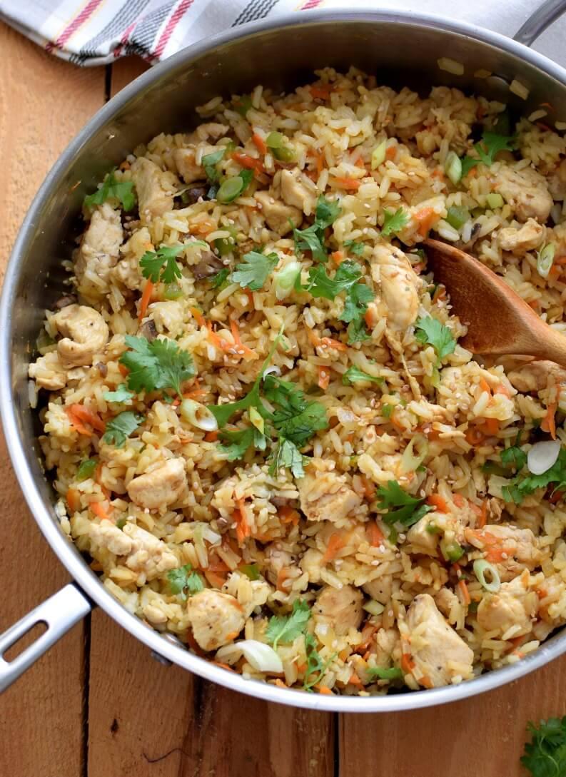 El arroz con pollo es un clásico de la comida casera por ser abundante, económico y fácil de preparar