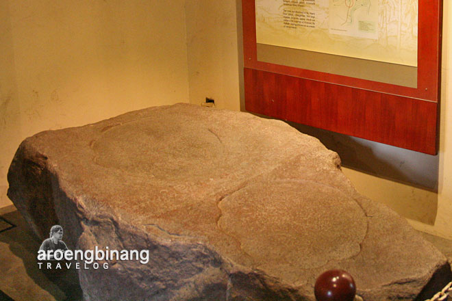 prasasti tapak gajah museum fatahillah jakarta