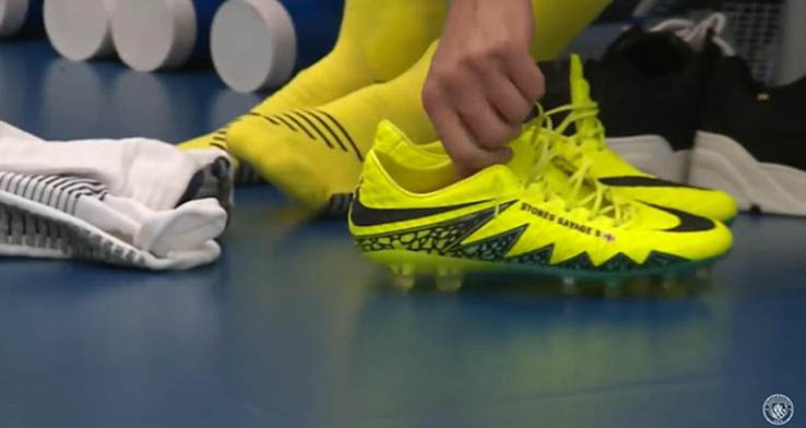 super popular 63cee 810f9 Man City Shows Off WEIRD John Stones Nike CR7 Chapter 7 Red ...