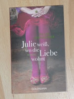 http://samtpfotenmitkrallen.blogspot.ch/2013/10/julie-weiss-wo-die-liebe-wohnt.html