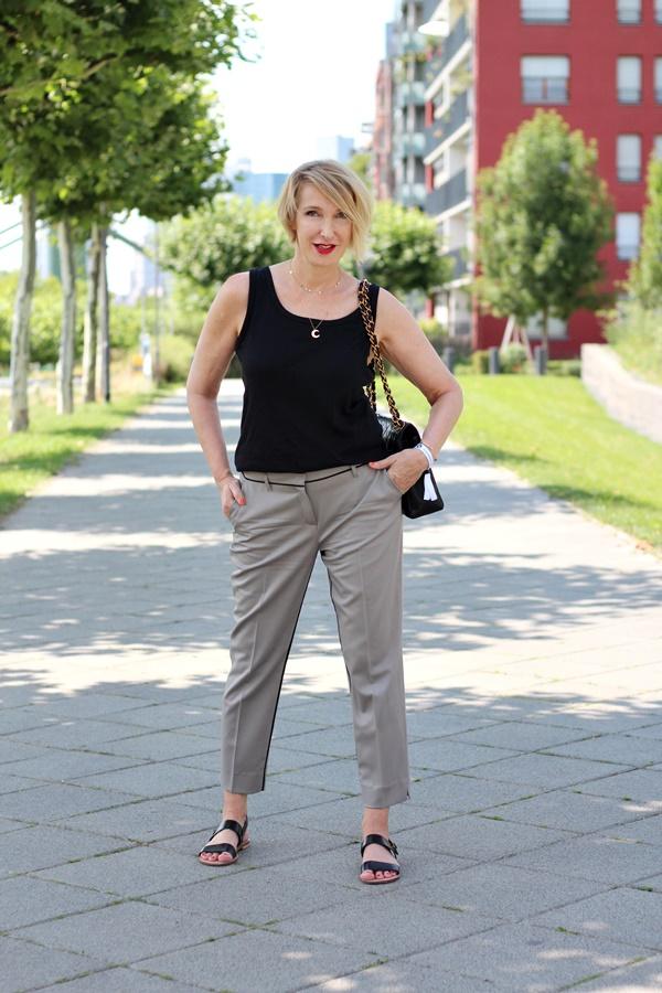 Outfit für heiße Sommertage in der Stadt
