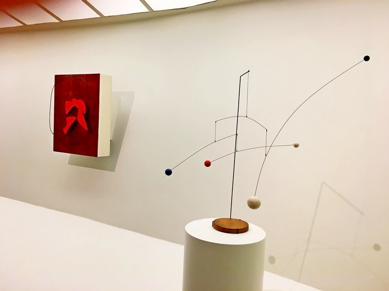 Sin titulo- y- mobile-with-four-spot-Alexander-calder-yamy-morrell-blog