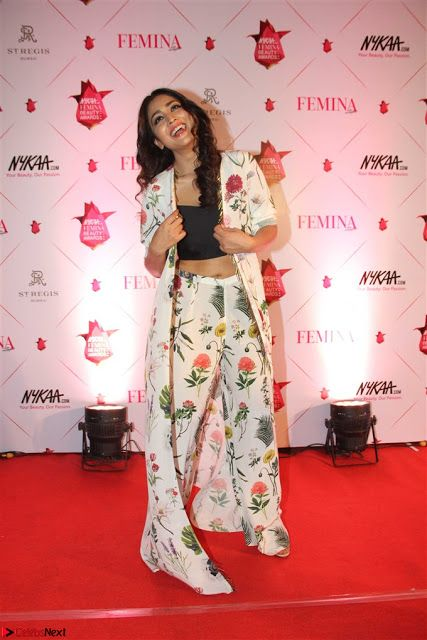 Shriya Saran and Rakul Preet Singh at Femina Beauty Awards 2017 001.jpg