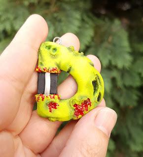 zombie, zombi, litery, alfabet, wisiorek, naszyjnik, na szyję, necklace, pendant, spooky, ugly, green, zielone, zielony, keychain, breloczek, brelok, prezent, gift, etsy