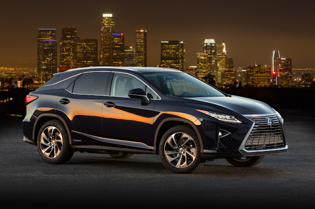 Front 3/4 view of 2016 Lexus RX 450h