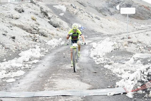 Don Maximiliano gana segundo lugar en carrera con bici común